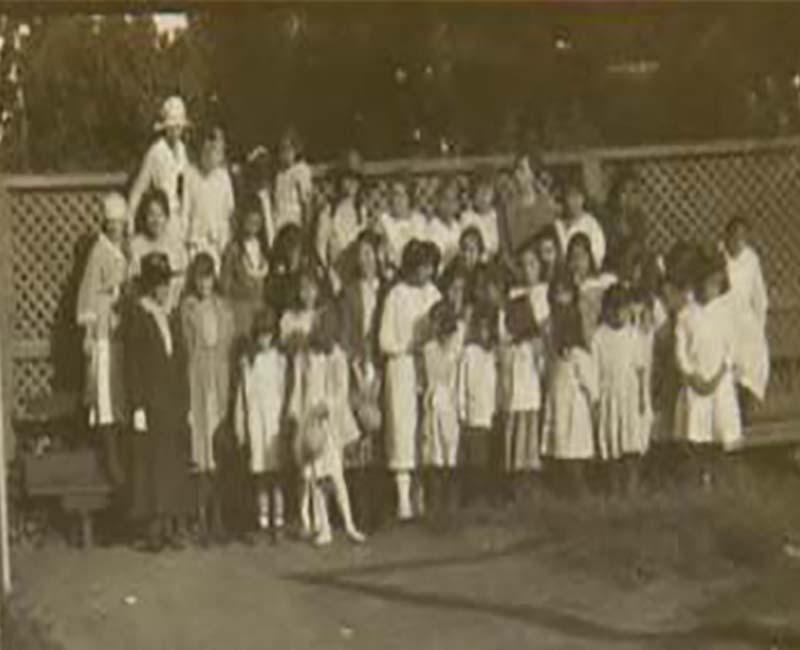 Group of students outside Coqualeetza Chilliwack School
