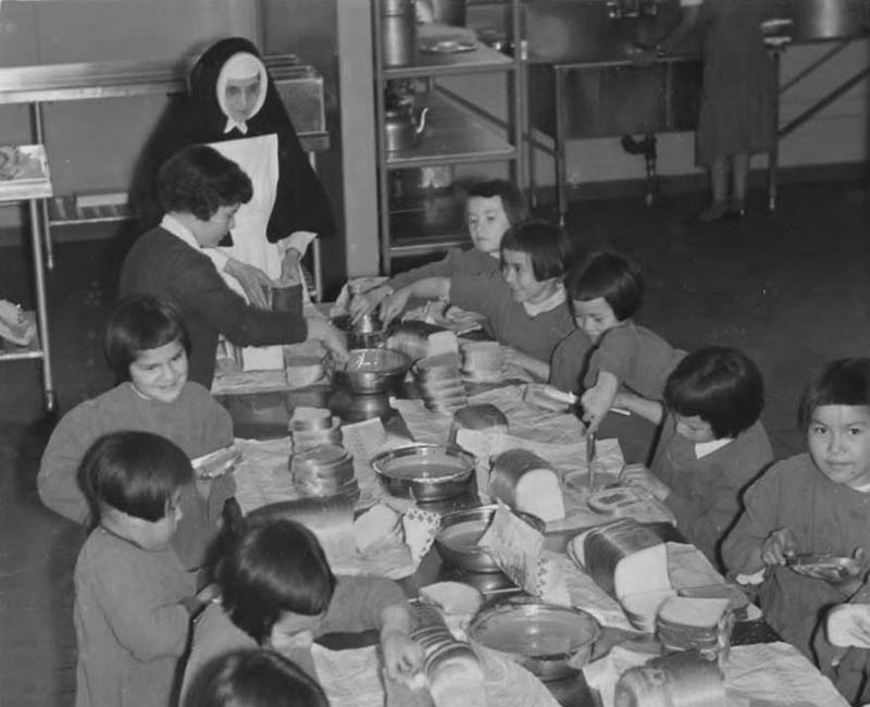 Group of students eating at Amos school