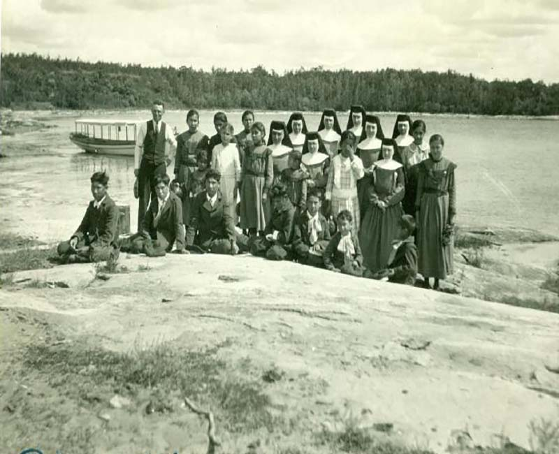 group of students and teachers outside by lake from Fort Alexander Pine Falls school