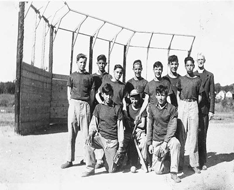 Shinwauk baseball team posing for photo